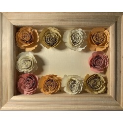 Shadow box con rose chiaro